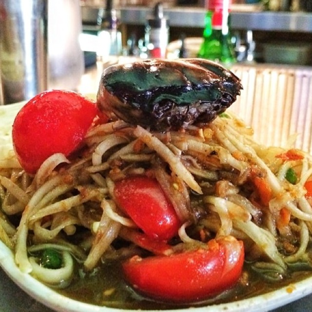 Papaya Salad With Black Pepper Crab at Pok Pok NY (CLOSED) on #foodmento http://foodmento.com/place/3173