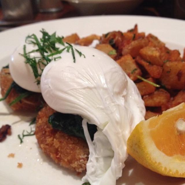 Benedict Jane (Crab & Crawfish Cakes...) at Jane on #foodmento http://foodmento.com/place/3174
