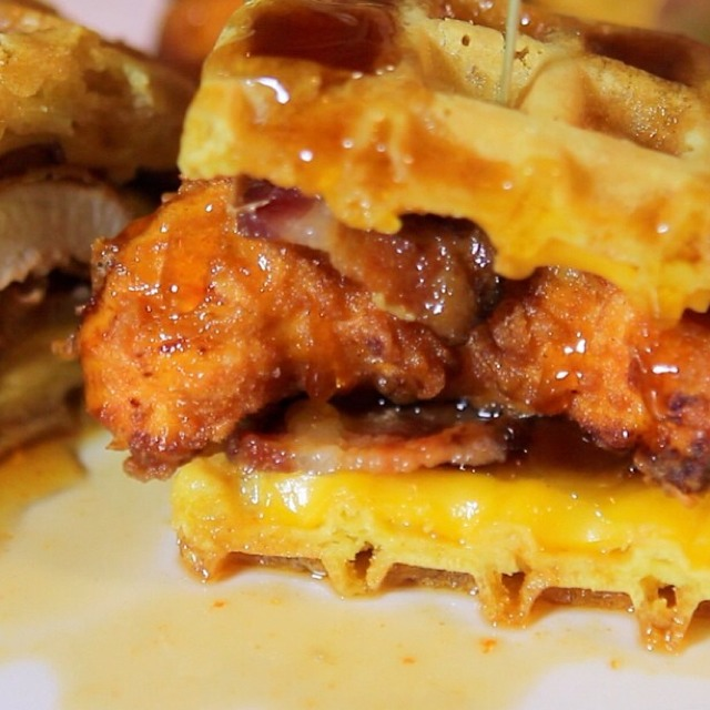 Chicken and Waffle (Sriracha Syrup) at Pork Slope (CLOSED) on #foodmento http://foodmento.com/place/4155