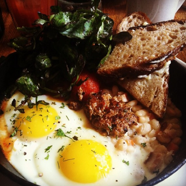 Full English Breakfast (Eggs, Beans and Sausage) at Dear Bushwick on #foodmento http://foodmento.com/place/4673