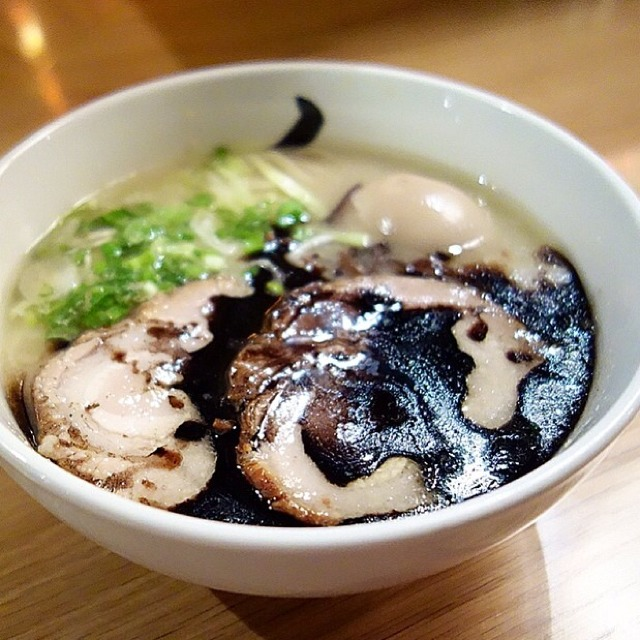 Hakata Garlic Kuro (Black) Ramen at Hide-Chan Ramen on #foodmento http://foodmento.com/place/4696