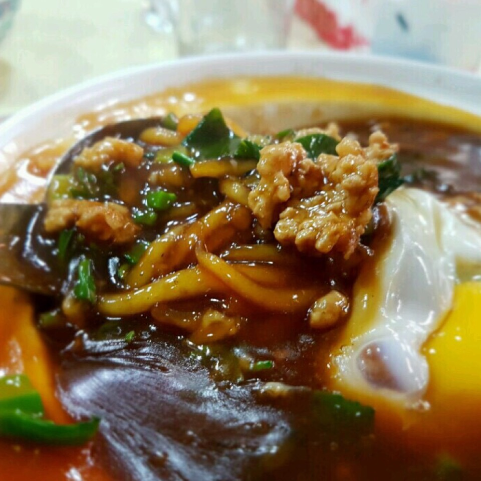 Claypot Mee Tai Mak at 136 Hong Kong St. Fish Head Steamboat on #foodmento http://foodmento.com/place/10998