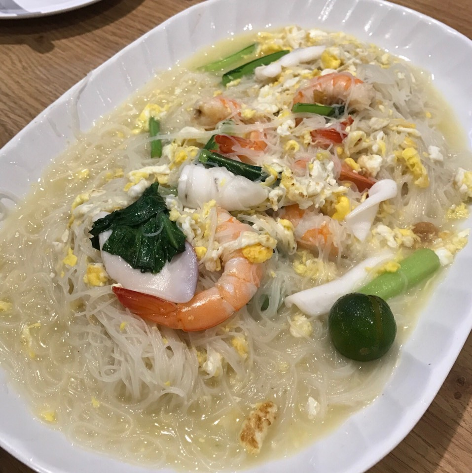 White Bee Hoon at White Restaurant (The Original Sembawang White Bee Hoon) on #foodmento http://foodmento.com/place/11003