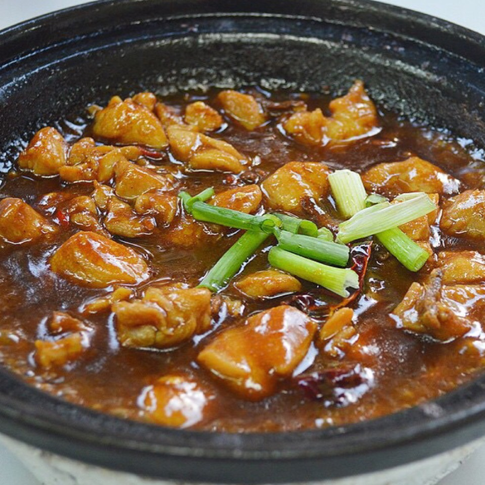 Sesame Oil Chicken at Lau Wang Claypot Delights 老王砂煲小厨 on #foodmento http://foodmento.com/place/11004