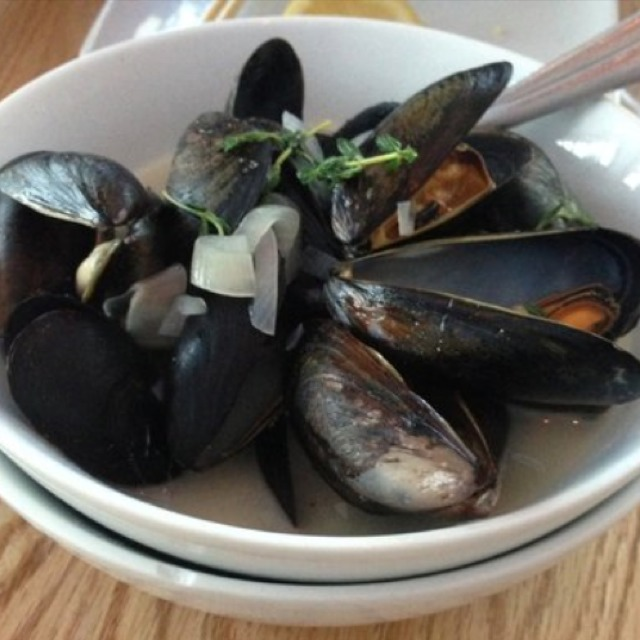 Stewed Lemongrass Mussels at EMC Seafood And Raw Bar on #foodmento http://foodmento.com/place/2753