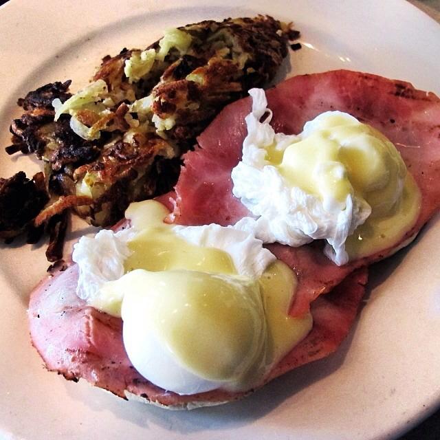 Eggs Benedict, Ham on #foodmento http://foodmento.com/dish/16987