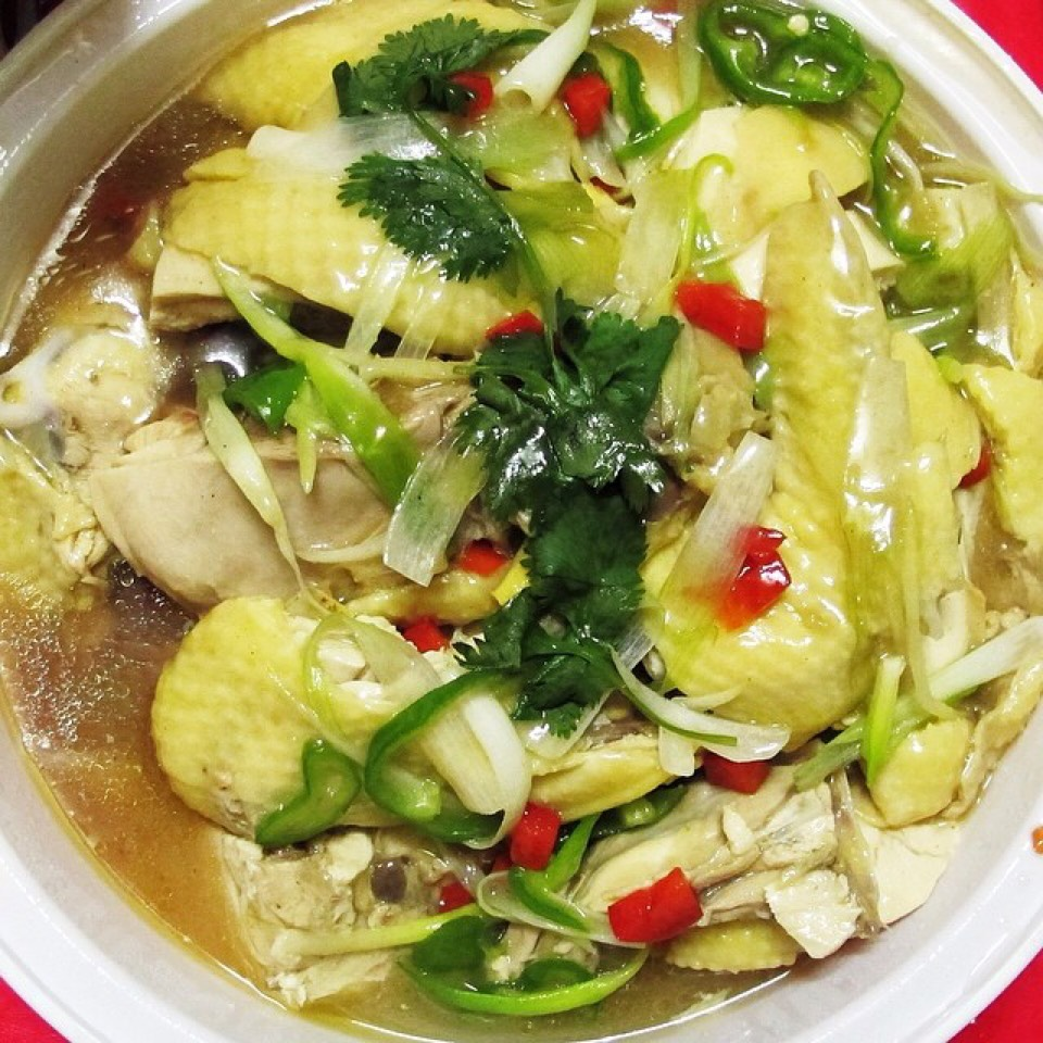 Poached Chicken In Chicken Broth, Ginger, Scallion at Sing Kee Seafood Restaurant on #foodmento http://foodmento.com/place/3978