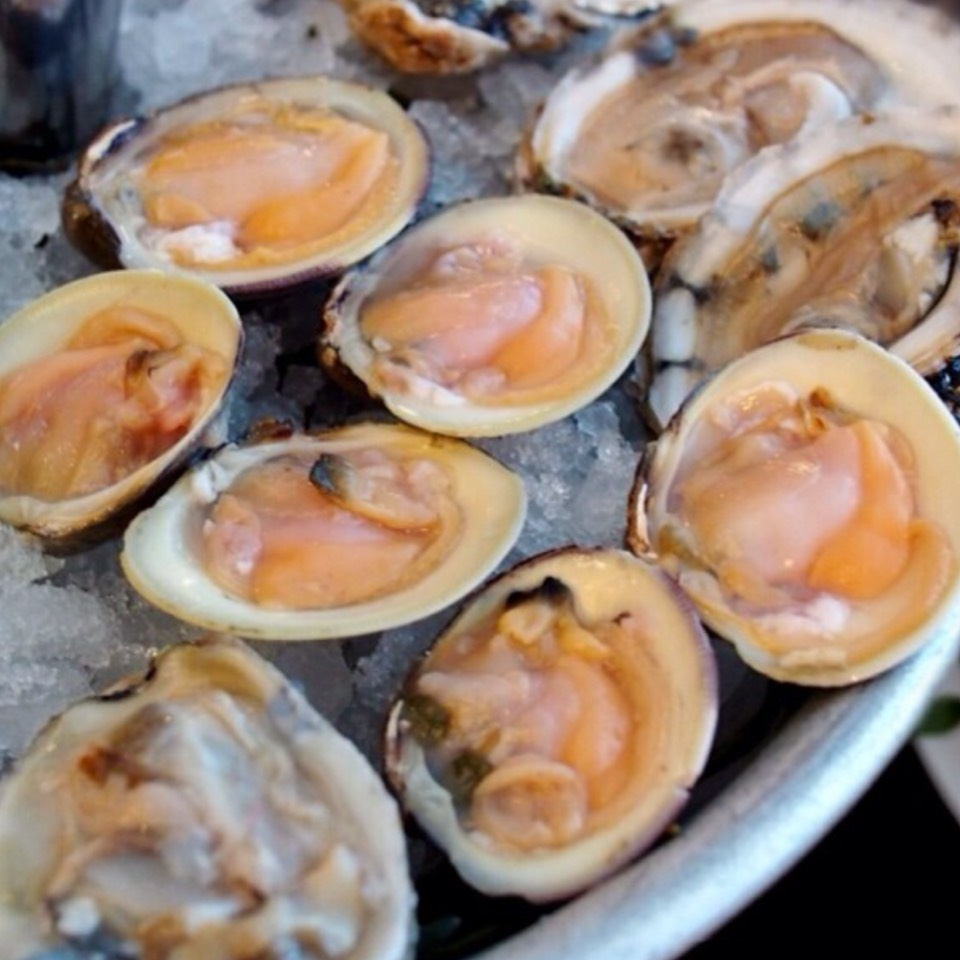 Littleneck Clams - Happy Hour on #foodmento http://foodmento.com/dish/20521