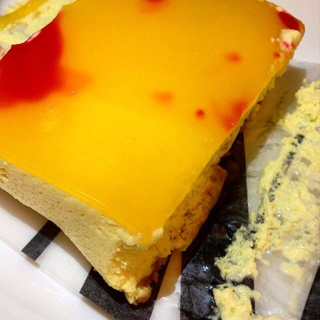 Passion fruit Cheesecake on #foodmento http://foodmento.com/dish/17063