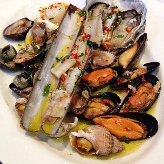 Hot Shellfish Platter with Parsley, Chilli, Olive Oil, Garlic and Lemon Juice on #foodmento http://foodmento.com/dish/17126