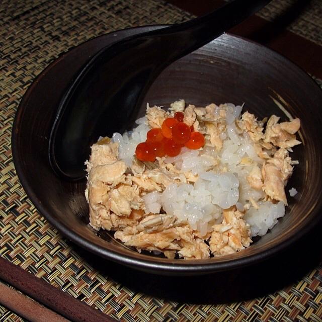 Hot Stone Pot, Salmon, Roe, Rice on #foodmento http://foodmento.com/dish/17145