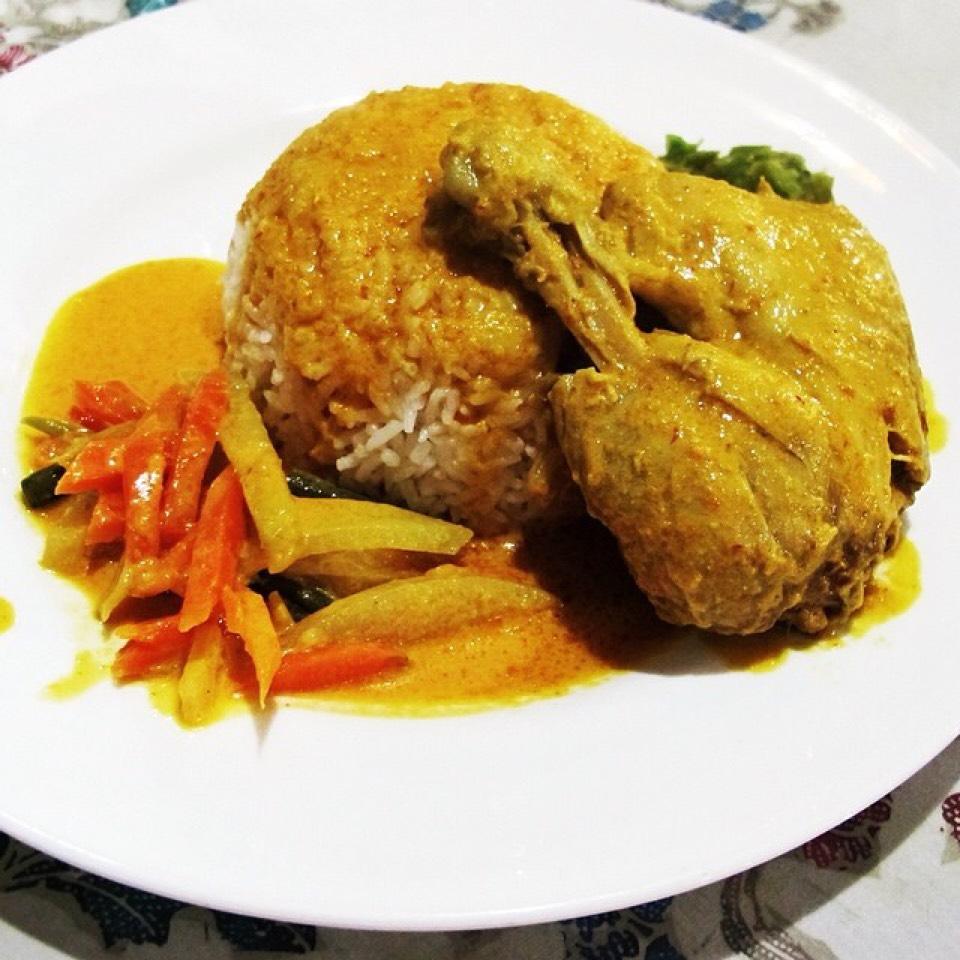Ayam Gulai (Chicken Curry) on #foodmento http://foodmento.com/dish/20719
