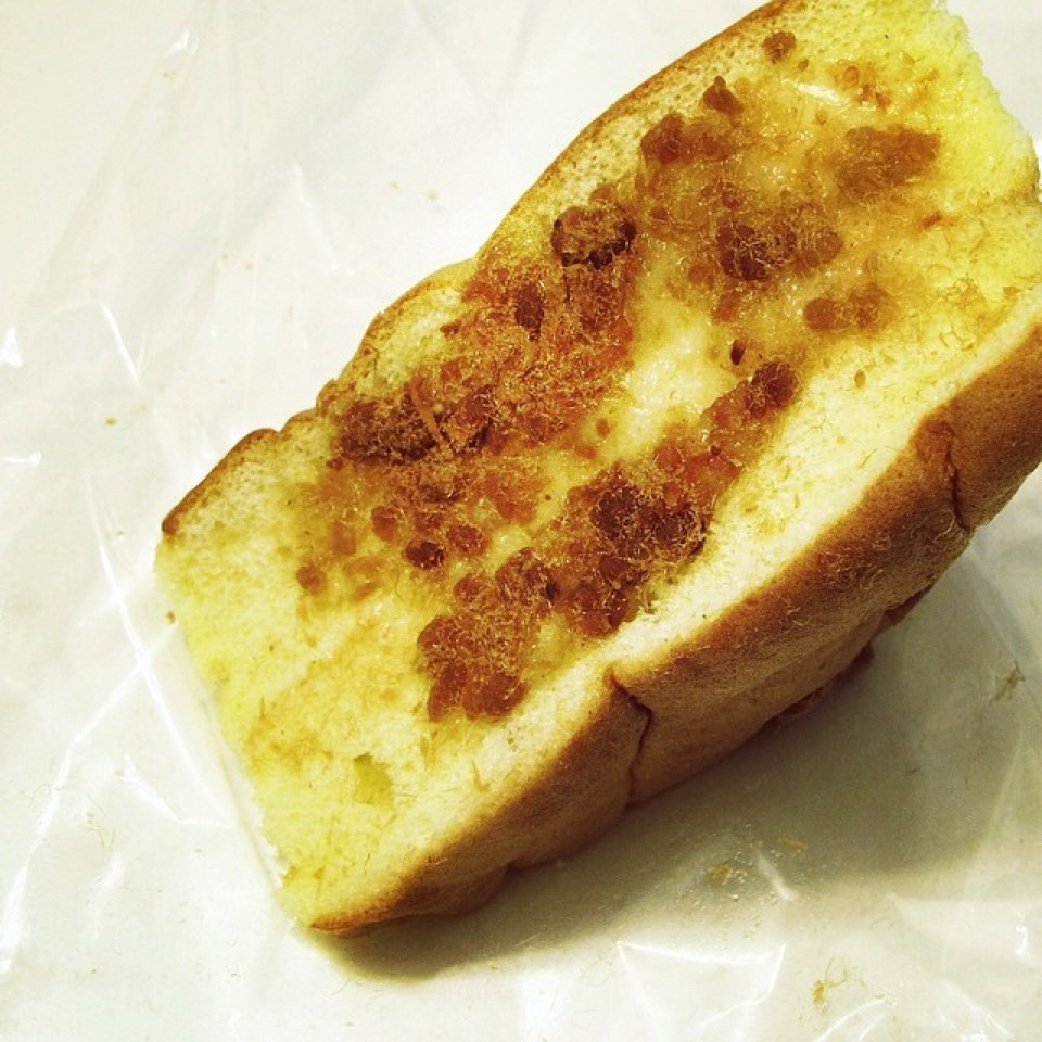 Triangle Double Layered Sponge Cake, Pork Floss on #foodmento http://foodmento.com/dish/20647