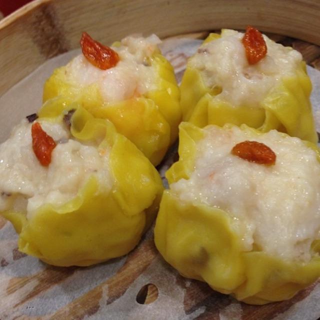 Pork Dumpling with Shrimp at Tim Ho Wan 添好運 on #foodmento http://foodmento.com/place/1831