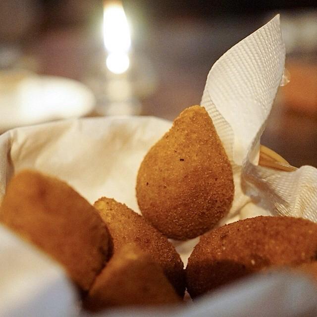 Coxinha (Shredded Pork Meat Fried In Potato Batter) on #foodmento http://foodmento.com/dish/17489