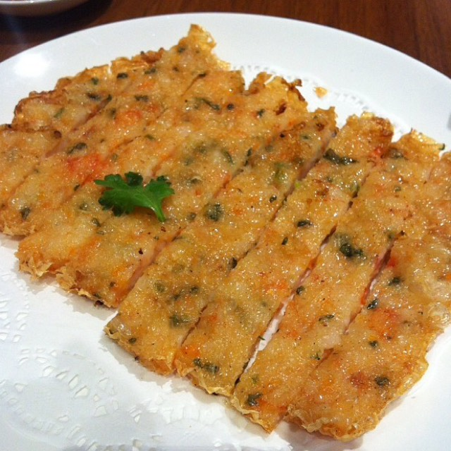 Crispy Golden Prawn Pancake at Din Tai Fung 鼎泰豐 on #foodmento http://foodmento.com/place/4285