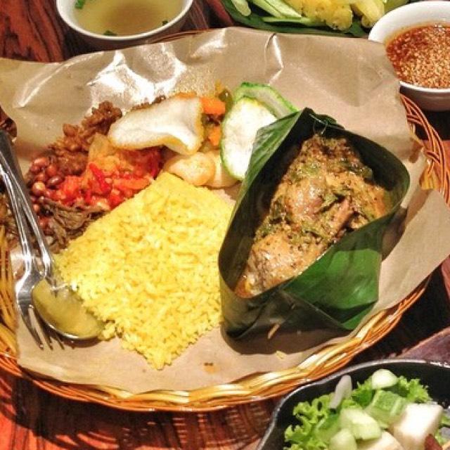 Nasi Kuning Ayam Betutu (Balinese Baked Chicken) at INDOBOX on #foodmento http://foodmento.com/place/4291