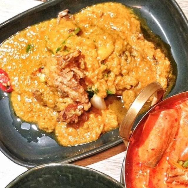 Phu Nim Phad Pong Karee (Soft Shell Crab, Yellow Curry) at Nara Thai Cuisine on #foodmento http://foodmento.com/place/4292