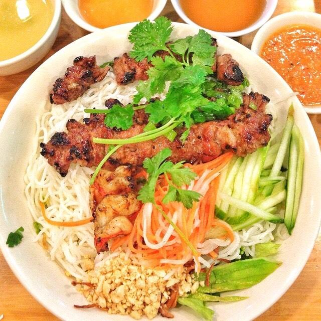 Vermicelli Noodle Salad, Grilled Pork, Shrimp at Cơm Tấm Thiên Hương on #foodmento http://foodmento.com/place/4365