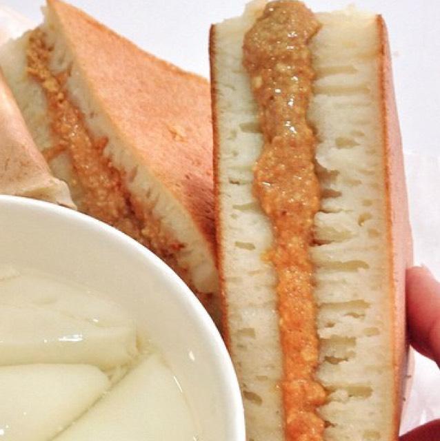 Thick Peanut Pancake at Jollibee on #foodmento http://foodmento.com/place/903