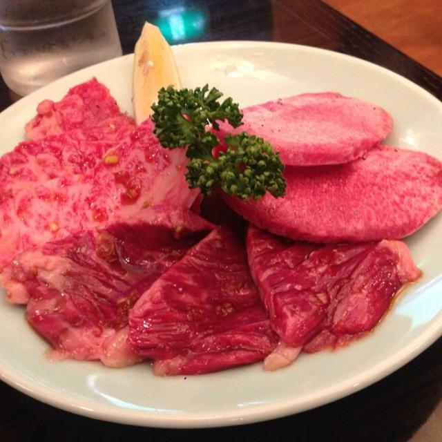 Mixed Beef Yakiniku  at 焼肉 おくむら on #foodmento http://foodmento.com/place/2405