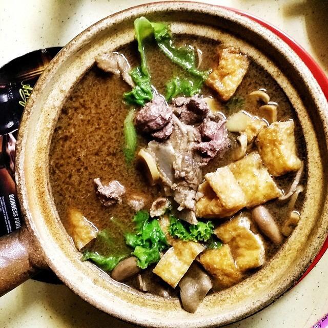 Herbal Claypot Bak Kut Teh at Hong Ji Claypot Bak Kut Teh 宏记药材肉骨茶 on #foodmento http://foodmento.com/place/3886