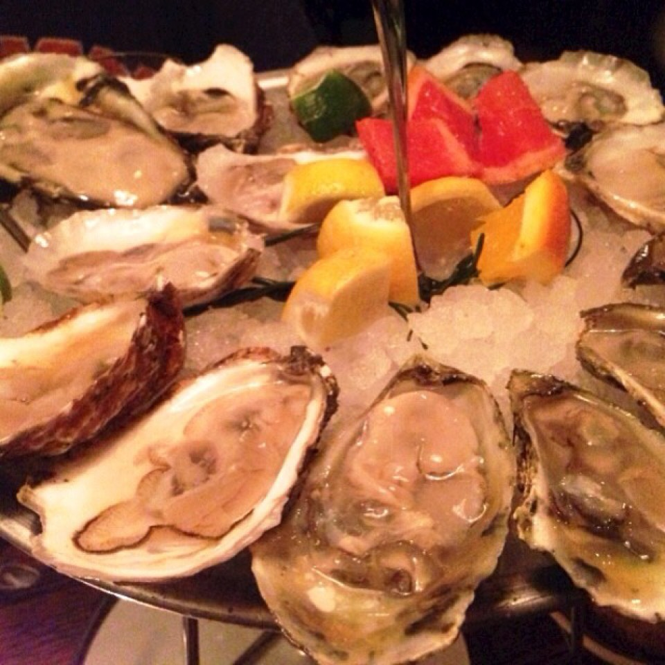 Oysters Happy Hour at Crave Fishbar on #foodmento http://foodmento.com/place/3102