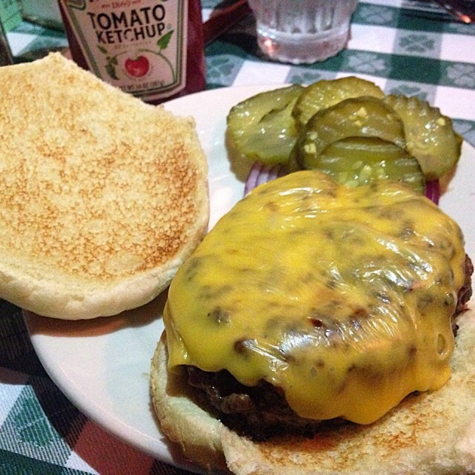 Cheeseburger at J.G. Melon on #foodmento http://foodmento.com/place/880