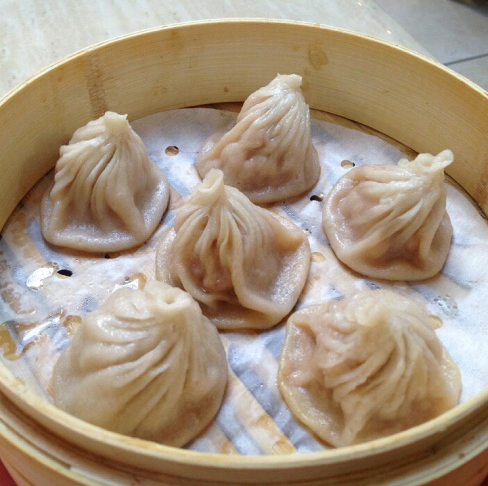 Pork Xiao Long Bao (Soup Dumplings) at 上海人家 Shanghai Family Dumpling on #foodmento http://foodmento.com/place/5739