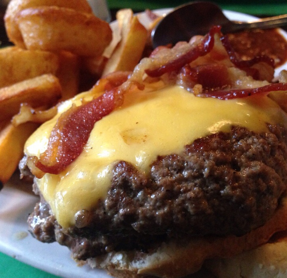 Eastchester Burger (Bacon, Cheddar, Onion Rings...) at Piper's Kilt on #foodmento http://foodmento.com/place/4942