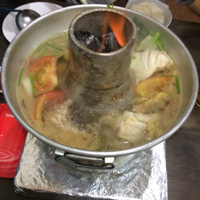 Red Snapper Meat Charcoal Steamboat at Xin Yuan Ji 新源记 on #foodmento http://foodmento.com/place/1361