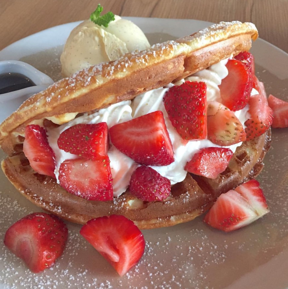 Strawberry Waffles at Roast (โรสท์) on #foodmento http://foodmento.com/place/7398