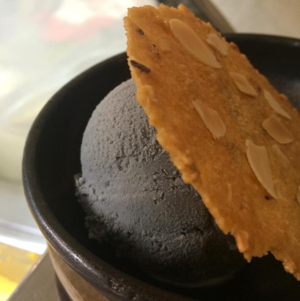 Black Sesame Ice Cream at FARM to TABLE (ฟาร์มทูเทเบิล) on #foodmento http://foodmento.com/place/8622