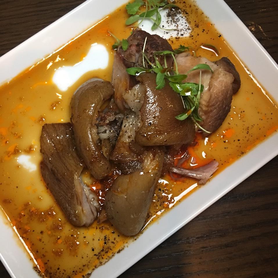 Tonsoku (Braised Pig Feet) at Momosan Ramen & Sake on #foodmento http://foodmento.com/place/10487