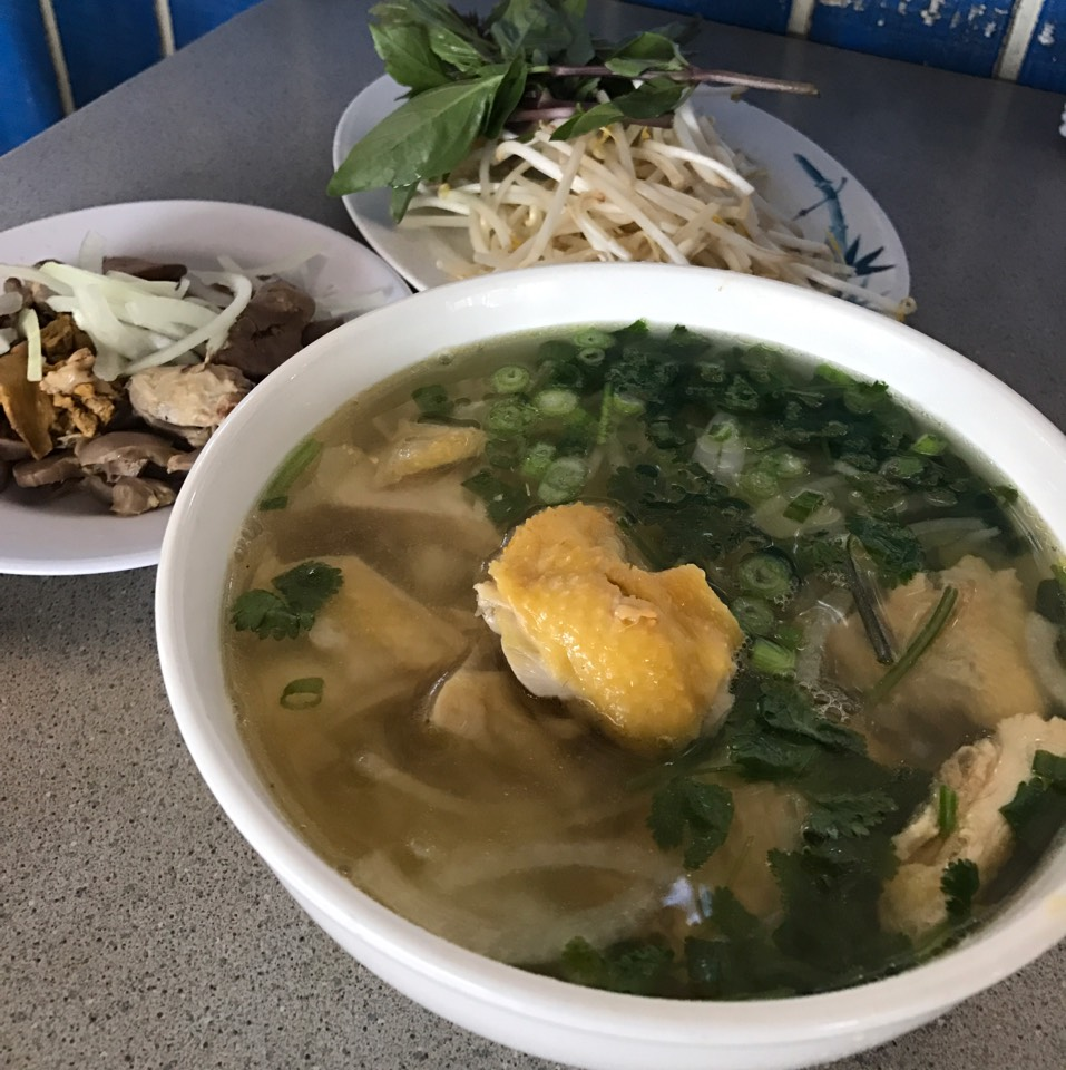 Pho Ga Long Dui Canh (Chicken Pho Noodle Soup With Kidney, Liver, Heart) at Phở Đakao on #foodmento http://foodmento.com/place/11133