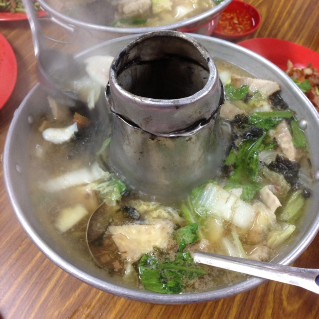 Pomfret Hot Pot Soup (Bai Chang) at Nan Hwa Chong Fish-Head Steamboat Corner (南华昌亚秋鱼头炉) on #foodmento http://foodmento.com/place/1134