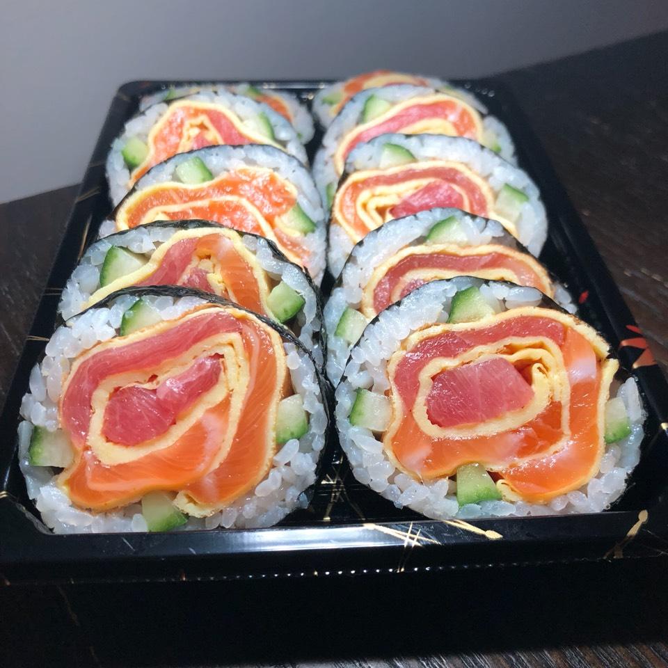 Mommy Rose Maki Roll from Oita Sushi on #foodmento http://foodmento.com/dish/44435