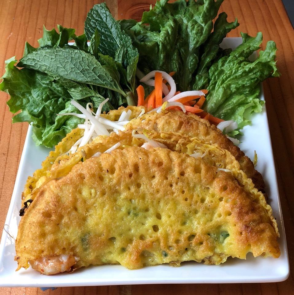 Banh Xeo (Vietnamese Pancake With Pork & Shrimp at Hello Saigon Restaurant on #foodmento http://foodmento.com/place/11644