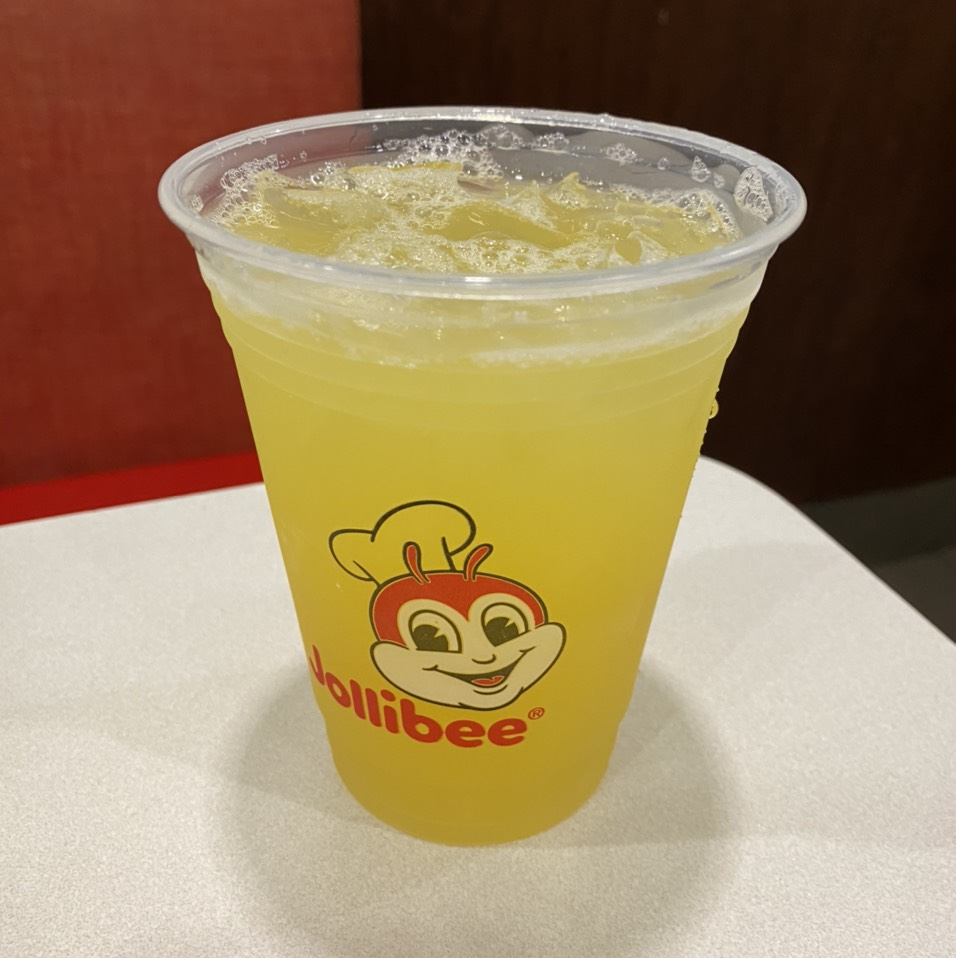 Pineapple Drink at Jollibee on #foodmento http://foodmento.com/place/12040