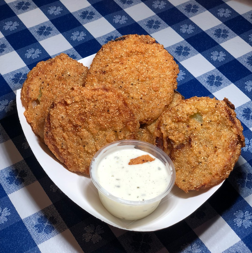 Fried Green Tomatoes at Gus's World Famous Fried Chicken on #foodmento http://foodmento.com/place/12045