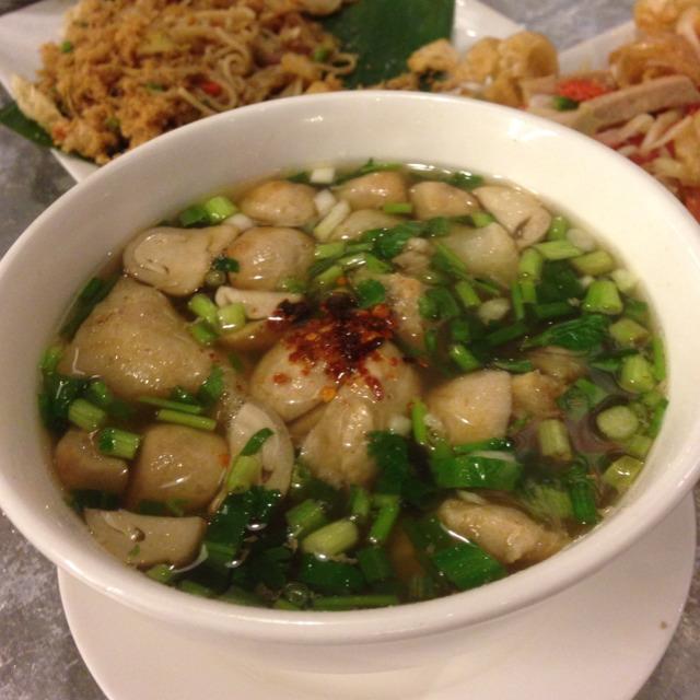 Tom Sab (Spicy Soup with Pork Bone) at ส้มตำนัว (Som Tam Nua) on #foodmento http://foodmento.com/place/1209