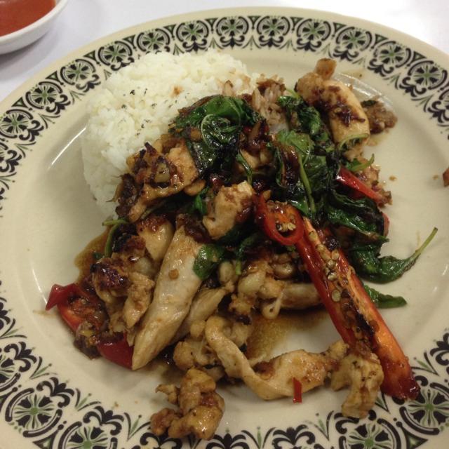 Phad Kra-Pao (Chicken) at เจ๊ไฝ (Jay Fai) on #foodmento http://foodmento.com/place/1215