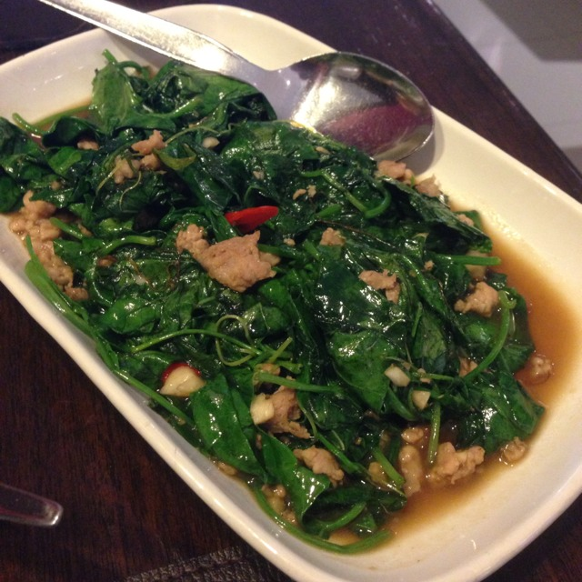Stir Fried Ivy Gourd Leaves in Oyster Sauce with Minced Pork at ตะลิงปลิง (Taling Pling) on #foodmento http://foodmento.com/place/1225