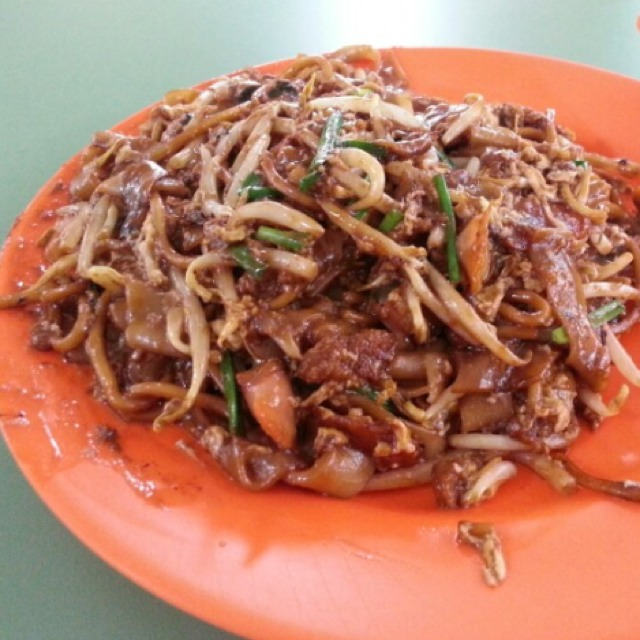 Char Kway Teow @ Hill Street Fried Kway Teow #01-41 at Blk 16 Bedok South Hawker Centre on #foodmento http://foodmento.com/place/1227