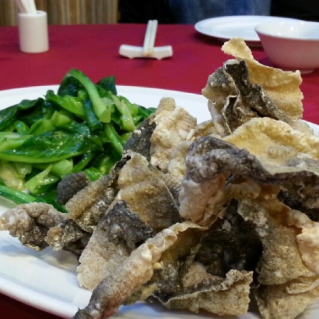 Crispy Fish Skin at Ming Kee Live Seafood on #foodmento http://foodmento.com/place/210