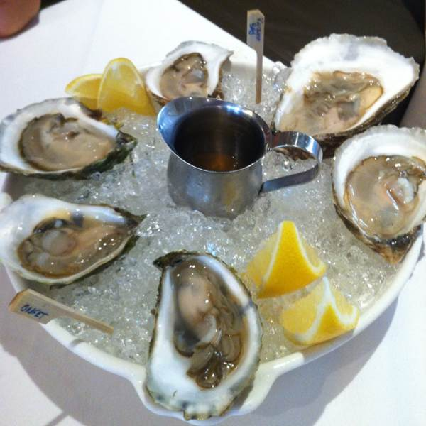 Oysters (Wellfleet, Katama Bay, Onset) at Luke's Oyster Bar & Chop House on #foodmento http://foodmento.com/place/245