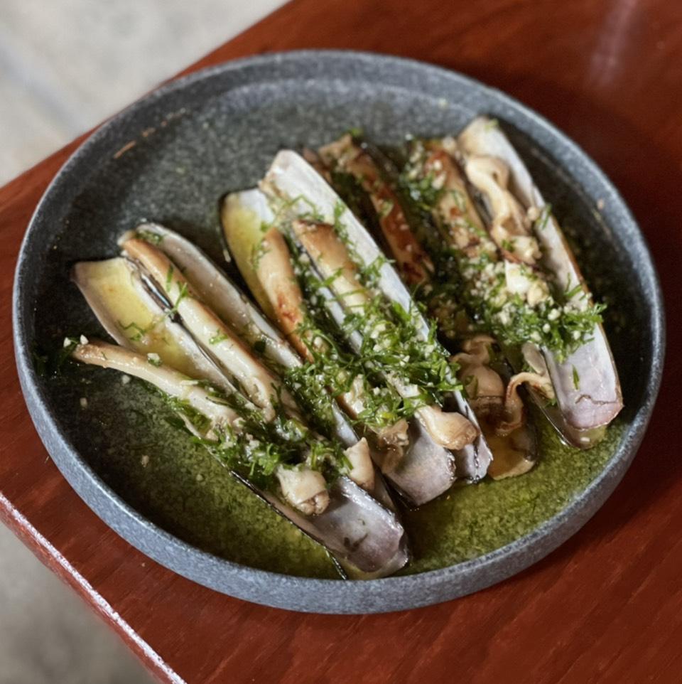 Razor Clams A La Plancha on #foodmento http://foodmento.com/dish/990