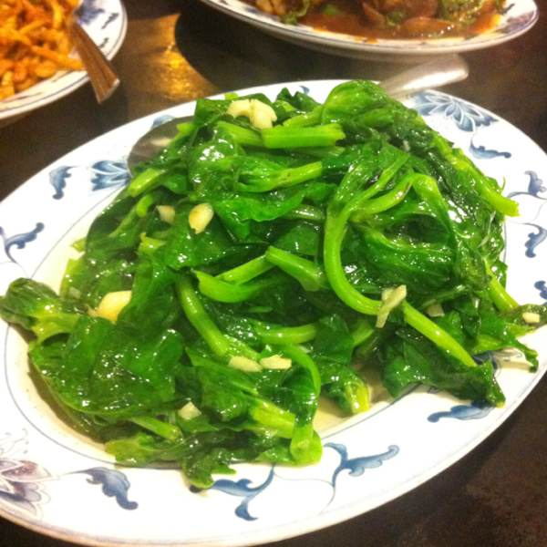 Sauteed Snow Peas Leaves at Taiwanese Specialties 老華西街台菜館 on #foodmento http://foodmento.com/place/293