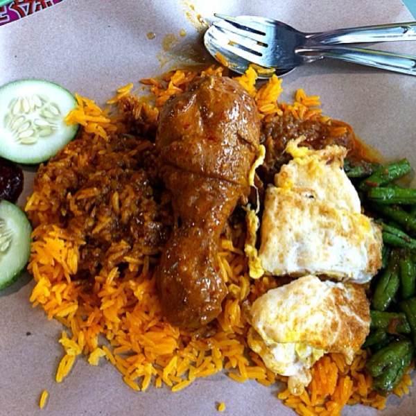 Nasi Lemak (@ 106 Nasi Lemak) at Alexandra Village Food Centre on #foodmento http://foodmento.com/place/30