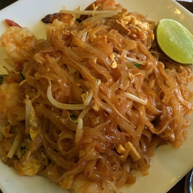 Shrimp Pad Thai at SriPraPhai Thai Restaurant on #foodmento http://foodmento.com/place/383